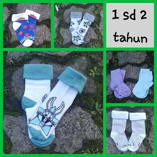 Kaos kaki anak 1 sd 2 tahun