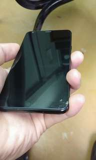 LG Q6 may basag sa screen pero di affected ang lcd not defected basag lang ang scree.