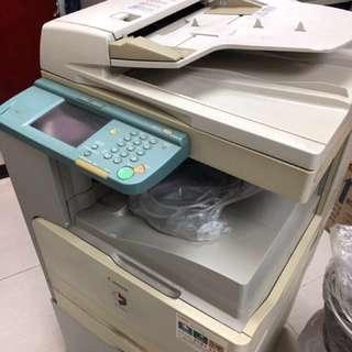 大型 Canon 印刷機