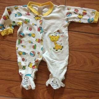 Sleepsuit bayi tutup kaki