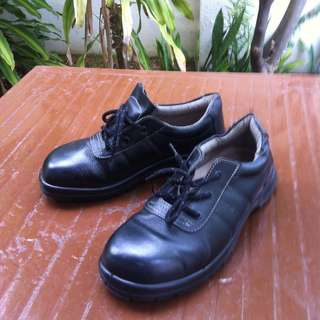 King's Safety shoes. Size 9 or 43.  In good condition.