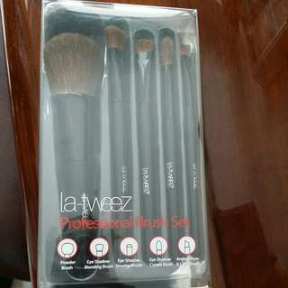 La Tweez Professional Brush Set