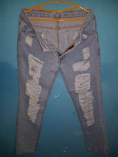 Ripped Jeans dari Salestock