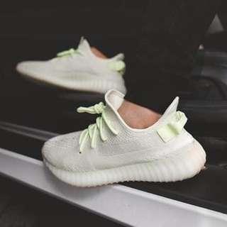 來喔~國外也同步⬆️  全球6/30發售  Adidas Yeezy boost 350 v2 奶油色💕💕