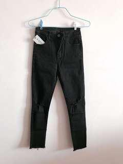 🚚 Black (slightly distressed) Denim Jeans