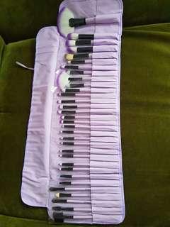 Brush 32 pcs include pouch 150k NETT jual rugi