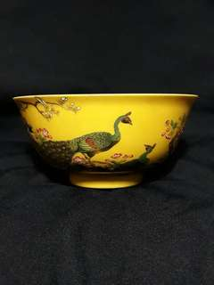 Qing dynasty Qianlong mark famille rose bowl decorated with peacocks n birds. Authentic n valuable collection.  大清乾隆年制到代官窑瓷器。双孔雀和花鸟彩。特价, Highest offer secured.