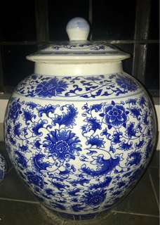 Porcelain Jar with lid