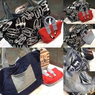 🚚 熱騰騰的新款 #日本最in的美人腿高根鞋包中包 美人配高跟鞋包中包(側背大包+手提高根鞋小包) 二件一套❤️❤️1組2個$1490/ 今年最火紅款式 二邊都可以當正面 一邊是高根鞋,一邊牛仔布包,有一口袋可放小物,非常特別的設計! 可以大包斜背,或是小包斜背手提 超級熱賣款 尺寸:手提包:長45高32底寛18cm            小包:長21高15底寛6cm 顏色:黑色配紅色小包            深藍色配黑色小包 商品編號188045-49088