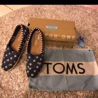 🚚 Toms深藍底白星懶人鞋 搬家清貨~全新
