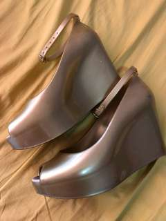 Terra and Agua Jelly Gold Heels