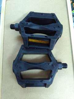 pedal  1/2 pvc bearing pedal