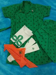 Girl scouts set uniforms