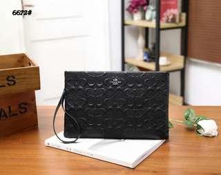 Coach Handbag  6672#22  Bahan kulit Dalaman kain kombi kulit Kwalitas High Premium AAA Handbag uk 29x19cm Berat 0,5kg  Warna : -Black  Harga @320rb