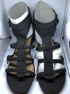 BNEW KENNETH COLE GLADIATOR WEDGE SANDALS SZ. 7.5