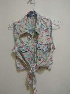 🚚 碎花 綁結 襯衫領 短版背心上衣