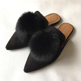 Pompom Black Pointed Mules