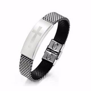 🚚 Silver Cross Plated Titanium Striped Link Bracelet