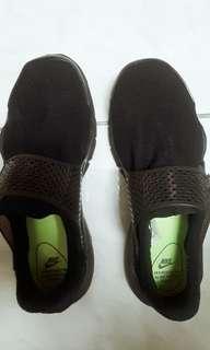 🚚 Nike Sock Dart近全新!!沒穿過幾次😁喜歡趕快買😍尺寸是25公分