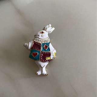 Kate spade 款購自日本, 愛麗絲小兔心口針