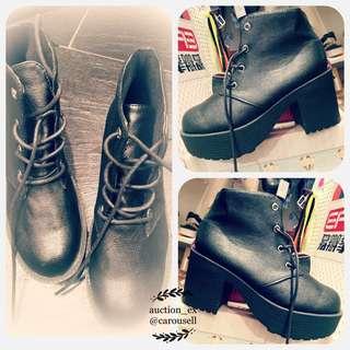 黑色英倫風格短boot