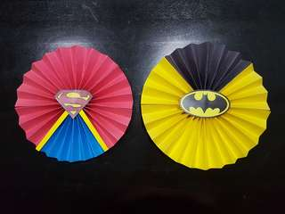 Party paper fan - Batman or Superman theme