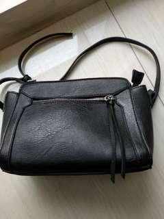 Sling bag (tas tali panjang)