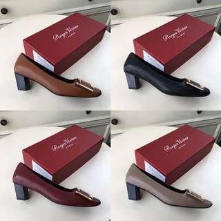【兩件包郵】Roger Vivier 經典小粗跟斜跟方頭方扣單鞋。