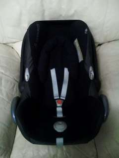 Maxi Cosi Black Carseat
