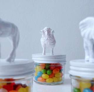 Party Giveaway - candy jars topped with animals