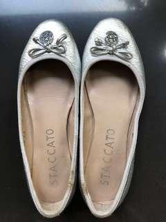 Sepatu Silver Staccato