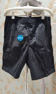 Celana pendek Uniqlo