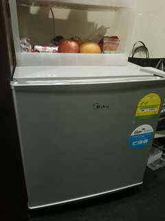 Selling Very Cheap $88 Only!Midea Mini bar Fridge 50L-6months old