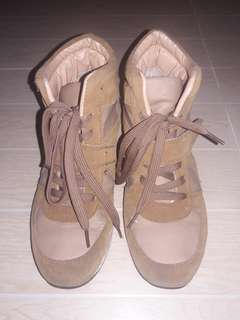 Brown Winter Style Shoes with Hidden Heels (Size 9)