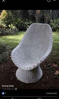 Kursi rotan putih