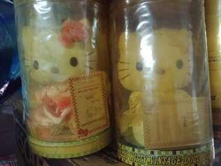Hello Kitty珍藏限定公仔兩個有編號
