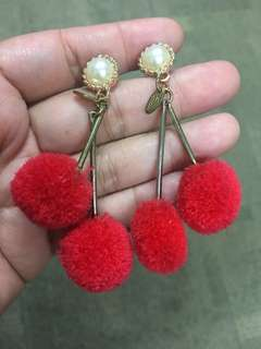 Anting pom pom red