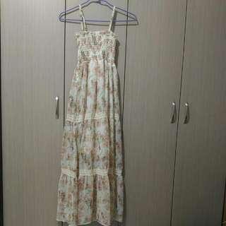 滿版花卉圖騰雪紡材質上身鬆緊設計細肩帶長洋裝
