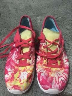 Sepatu sport reebok