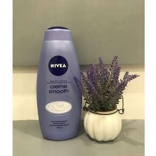 Nivea Creme Smooth Body Wash (750ml)