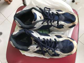 Sepatu kets power uk 41