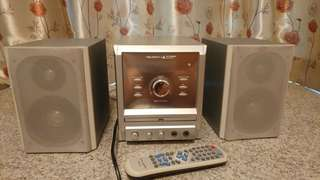 CD / DVD Player with 2 Speakers & Remote Control