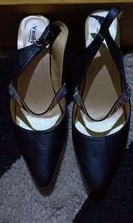Sepatu kondangan