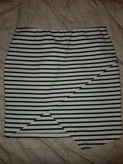 Valleygirl black & white striped asymmetric skirt size 14/16
