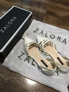 Zalora Cut-Out Pointed Toe Flats