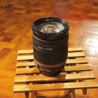Canon 18-200mm f/3.5-5.6 zoom lens