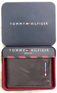 Tommy Hilfiger - Leather Passcase Wallet