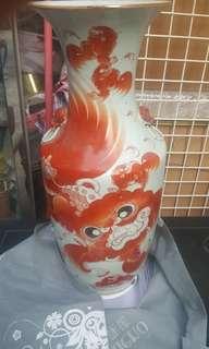"""民初珊瑚釉太師少師大瓶。(24""""高)"""