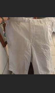 🚚 UNIQLO白色短褲 #短褲#夏季#隨便賣#夏日配件
