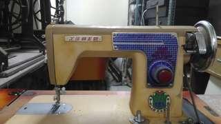 正庄牌懷舊古董級木桌式裁縫機